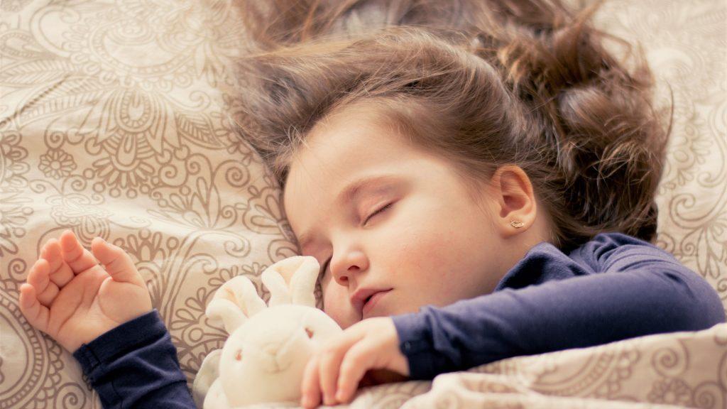 co robią ludzie podczas snu
